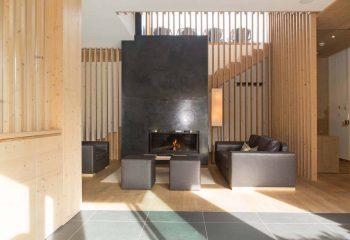 1-hotel-saleghes-wolkenstein-wellnessbereich-rezeption-eingang-peintner