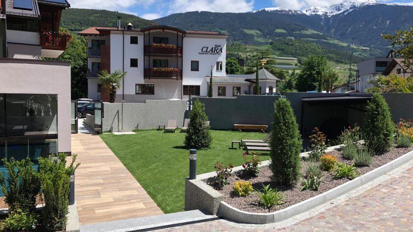 2-hotel-clara-vahrn-aussengestaltung-schwimmbad-wellness-peintner