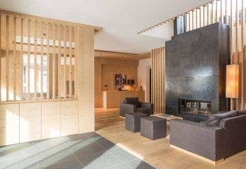 3-hotel-saleghes-wolkenstein-wellnessbereich-rezeption-eingang-peintner