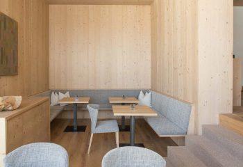 7-hotel-saleghes-wolkenstein-wellnessbereich-rezeption-eingang-peintner