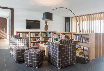 8-hotel-saleghes-wolkenstein-wellnessbereich-rezeption-eingang-peintner