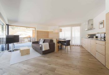 9-hotel-saleghes-wolkenstein-wellnessbereich-rezeption-eingang-peintner