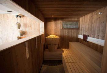 leierhof-rodeneck-peintner-holzboden-sauna-9