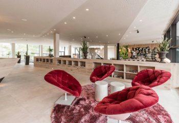 lobby-fliesenboden-hotel-schenna-resort-1