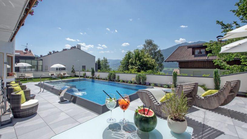 hotel-tyrol-st-andrae-poolfliesen-aussengestaltung