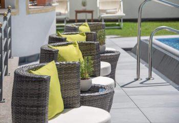 hotel-tyrol-st-andrae-poolfliesen-aussengestaltung-1